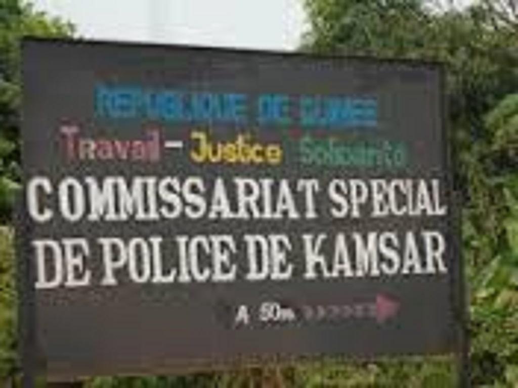 Boké : le Commissariat de Police de Kamsar saccagé par des jeunes manifestants contre le manque d'électricité