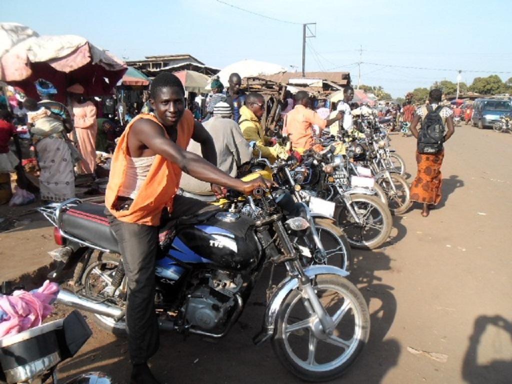 Conakry: les motos taxis dictent leur loi dans le transport…