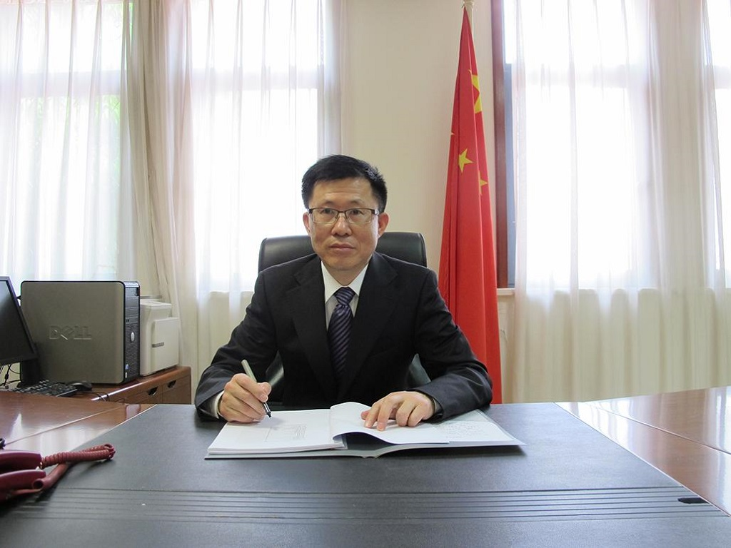 Guinée/Chine : Un partenariat gagnant-gagnant (interview de Bian Jianqiang, ambassadeur de la Chine en Guinée)