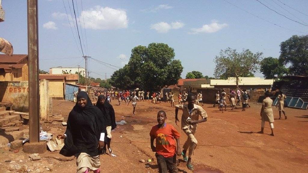 Labé : les cours perturbés et la circulation bloquée par des élèves réclamant des enseignants en classe