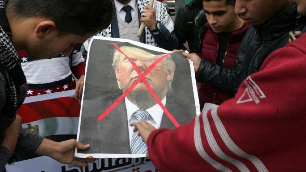 Le Président américain veut-il mettre le feu aux poudres au Proche Orient ?
