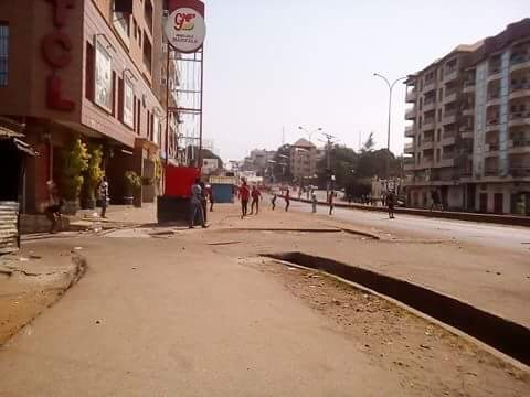 Conakry-Manifestations: Après la «ville morte», l'axe Hamdallaye-Bambéto se réveil dans la violence entre manifestants et forces de l'ordre.