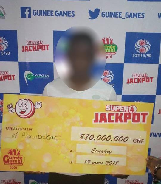880 000 000 GNF : Un gain record remporté au Super 4 Jackpot de Guinée Games.