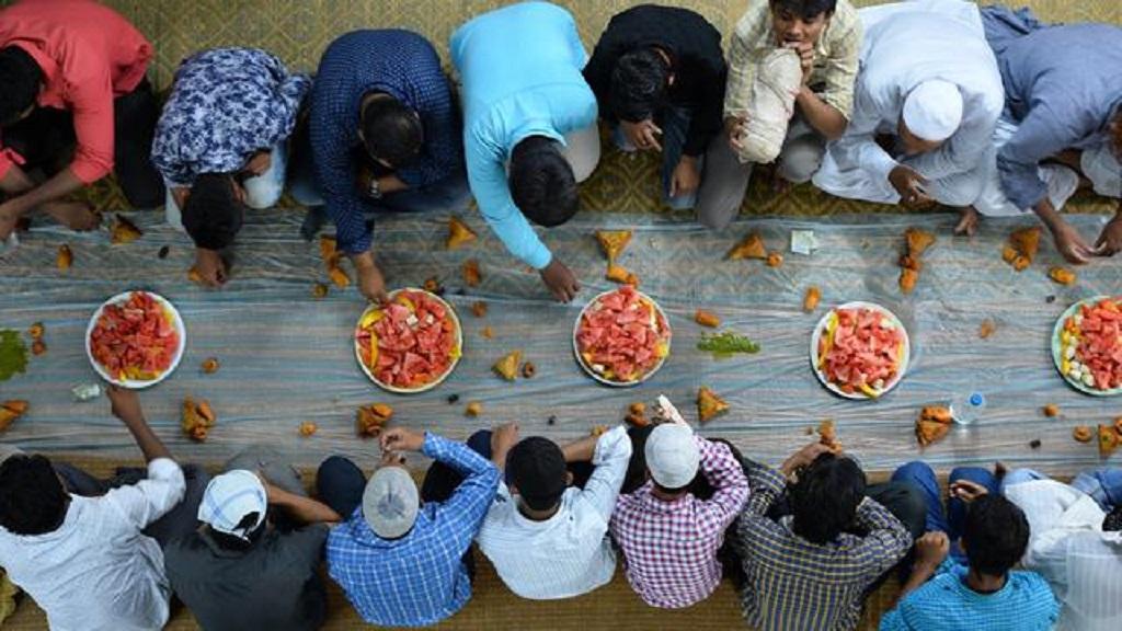 Ramadan : maquillage, cigarette, insulte… quels sont vraiment les interdits pendant le mois de jeûne des musulmans ?