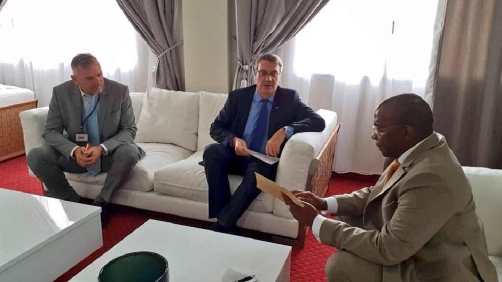Kassory Fofana reçoit les félicitations du Premier ministre Français.