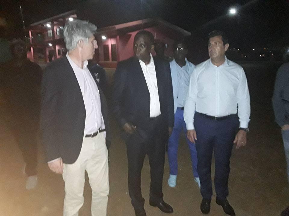 Des journalistes de Canal + visitent le stade de Nongo