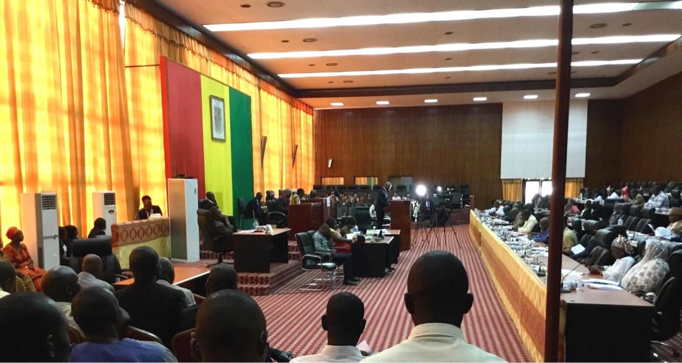 Industrie minière guinéenne : l'Assemblée nationale ratifie trois conventions minières majeures, dont une avec la SMB