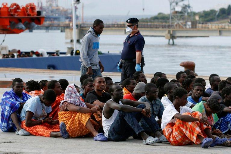 Que contient le décret anti-immigration adopté en Italie ?