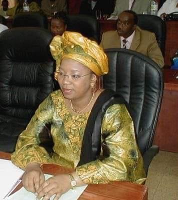 Décret : Le Pr Alpha Condé nomme Hadja Aissatou Bella DIALLO à la présidence de la république de Guinée