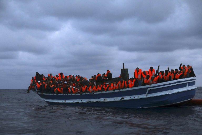 Plus de 50 migrants, dont des enfants et un bébé, échouent sur une plage italienne en Calabre
