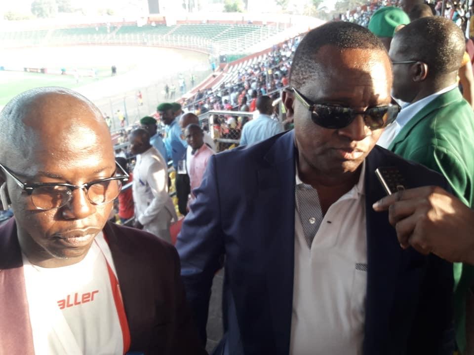 Antonio Souaré, président du Horoya AC félicite les joueurs…