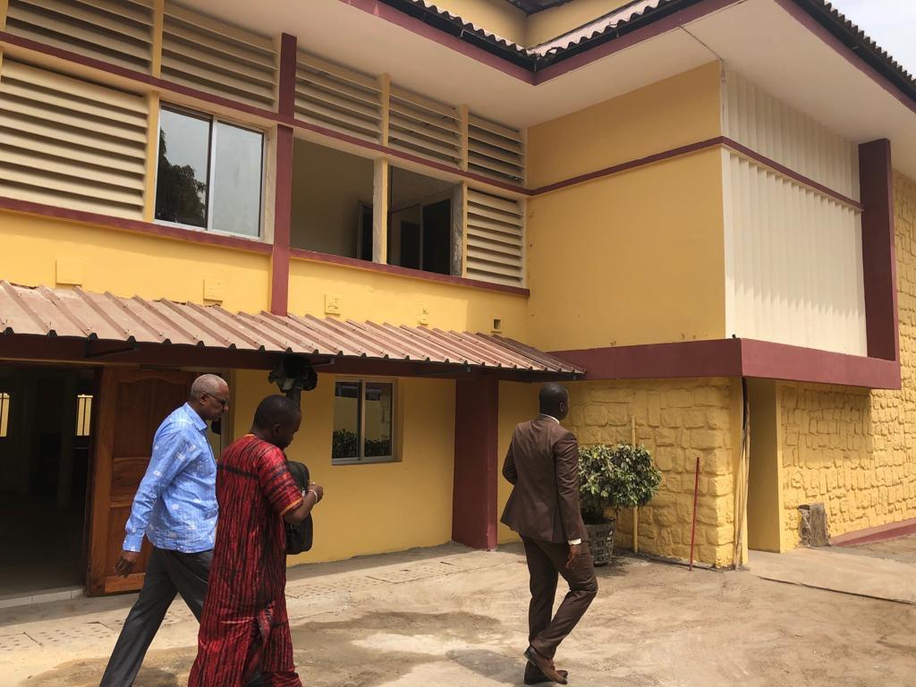 Infrastructure Judiciaire : Me Cheick SAKO visite le futur Tribunal de commerce de Conakry en chantier.