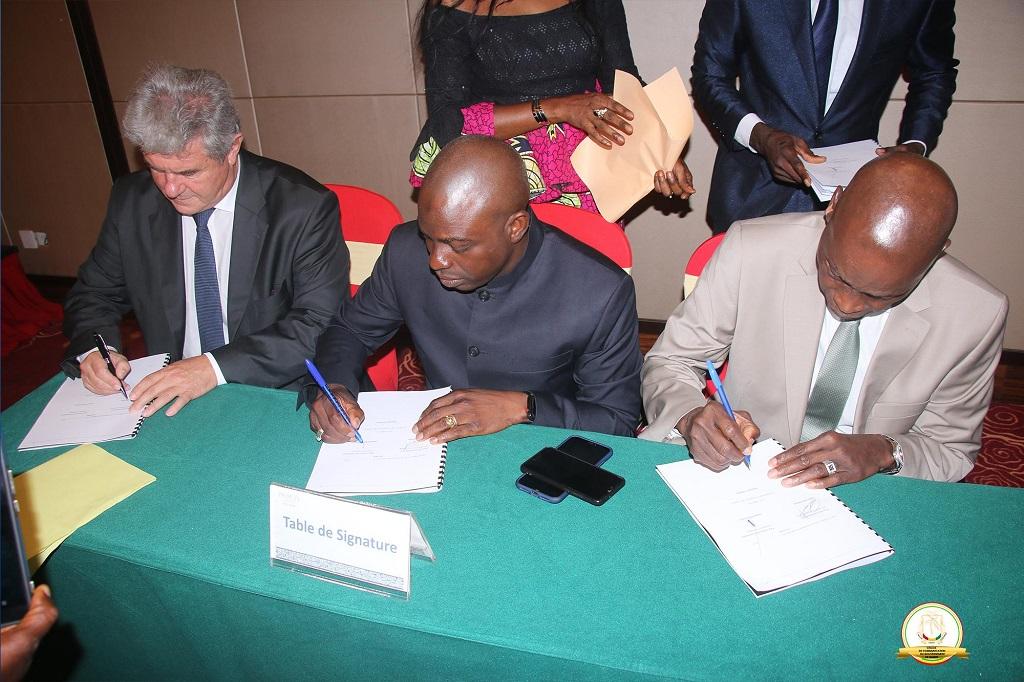 Le premier ministre Kassory a présidé la cérémonie de signature de la convention de concession du guichet unique du commerce exterieur