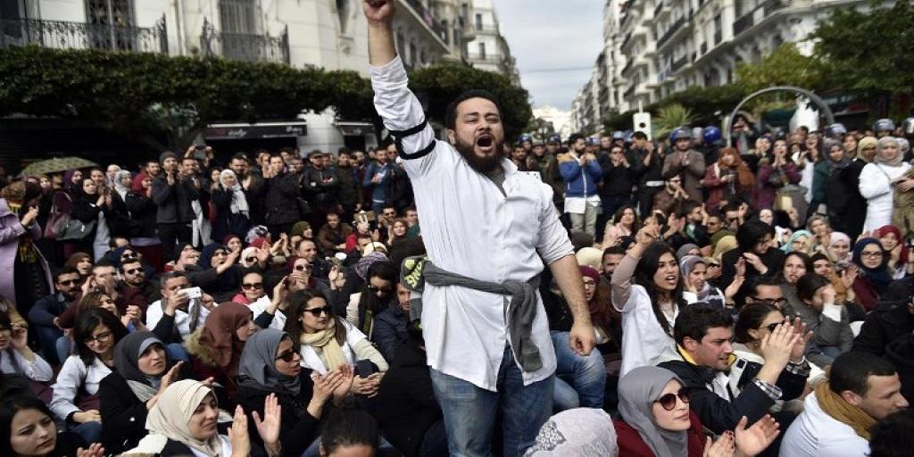 Immenses manifestations en Algérie pour écrire l'histoire.