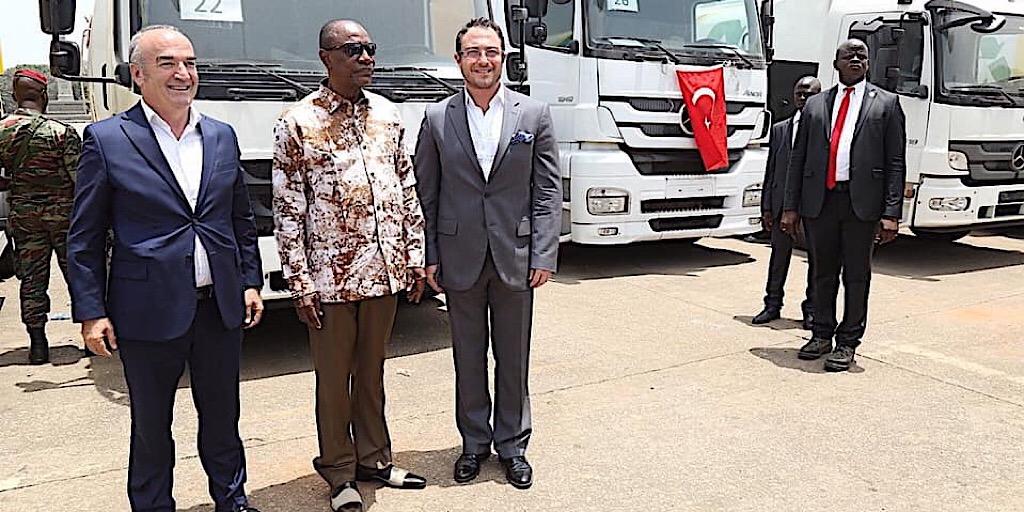 Don de la société Albayrak: Remise des camions pour l'assainissement de Conakry