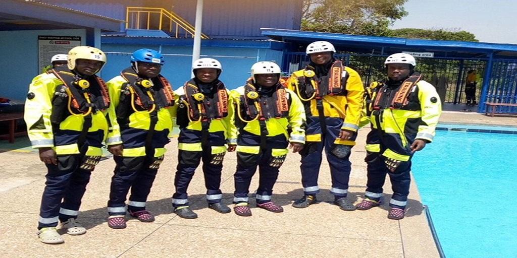 Le personnel du ministère des hydrocarbures outillé en techniques d'extinction des feux, abandon-survie en mer et sauvetage en hélicoptère