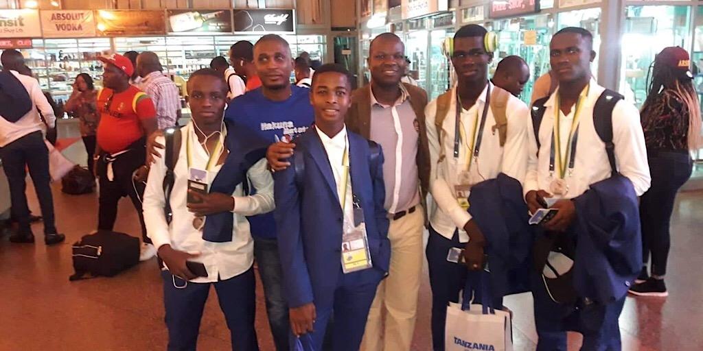Après la CAN des cadets en Tanzanie : le Syli cadet à l'aéroport international Juluis N'yerere de Dar Es Salam pour Conakry.