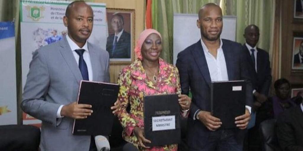 Éducation : Champion de la paix, Didier Drogba promeut l'alphabétisation numérique en Afrique