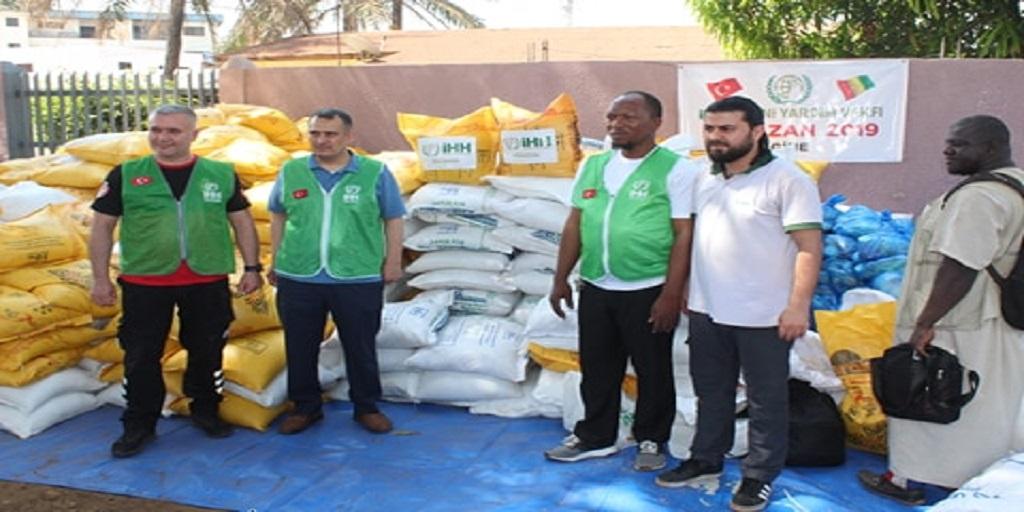 Ramadan 2019 : l'ONG Fondation humanitaire Aide au développement (F0 HAD) offre des denrées alimentaires à la population de coleah cité dans la Commune de Matam.