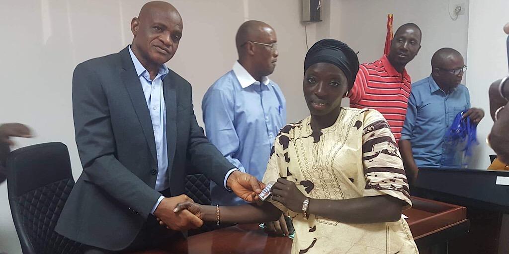 Les arbitres guinéens reçoivent leurs badges d'accès aux stades !