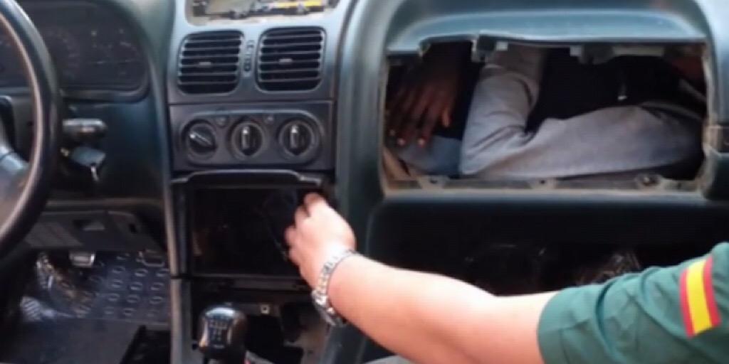 Maroc-Espagne : à Melilla, des migrants cachés sous les tableaux de bord de voiture