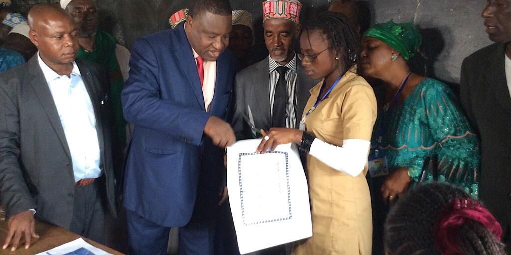 Examens nationaux session 2019: Le Ministre de l'éducation nationale et de l'alphabétisation lance la première épreuve du BEPC à Djountou dans la Préfecture de Lelouma.