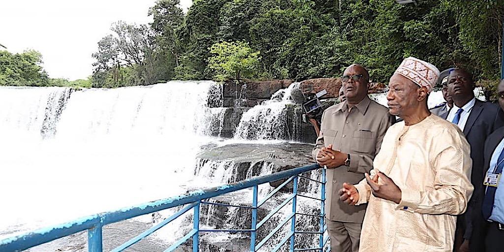 Les présidents guinéen et burkinabé visitent les cascades de la soumba