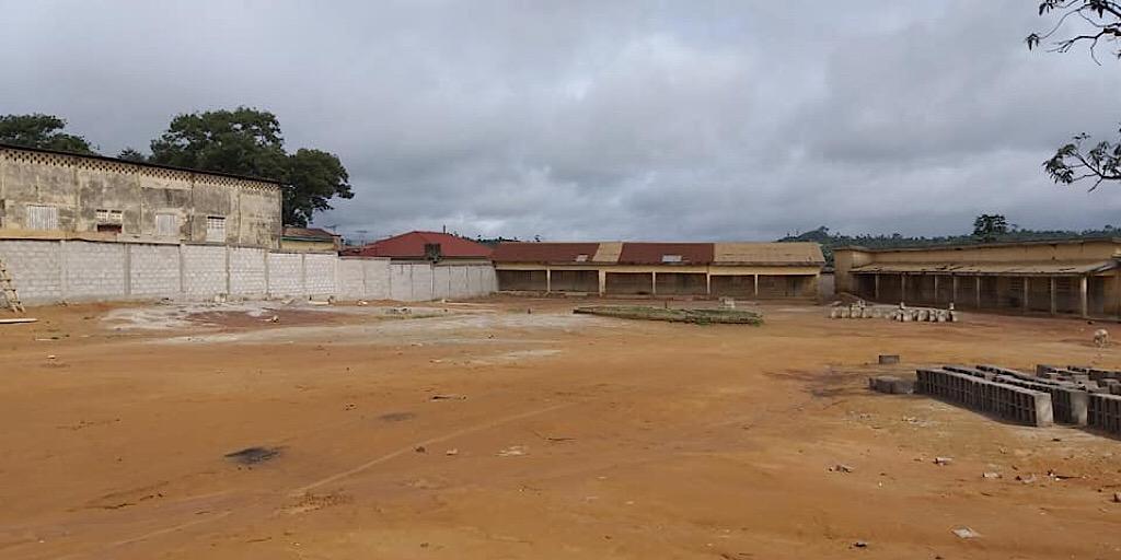 Lola : Projet de clôture de l'école primaire Lola centre 1