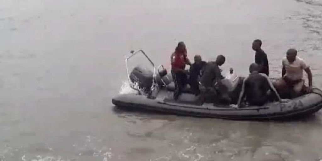 Conakry : l'épave de l'hélicoptère remontée…