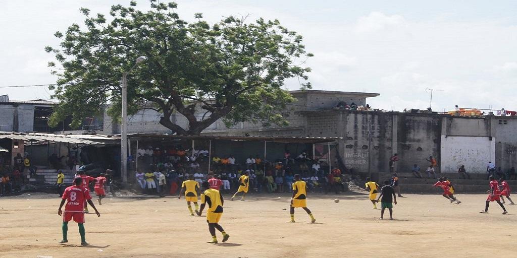 Sport/Migrer grâce au football : la dure réalité d'un rêve