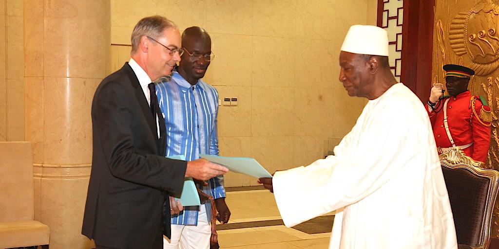 Diplomatie: sept ambassadeurs présentent leurs lettres de créance au Président Alpha Condé
