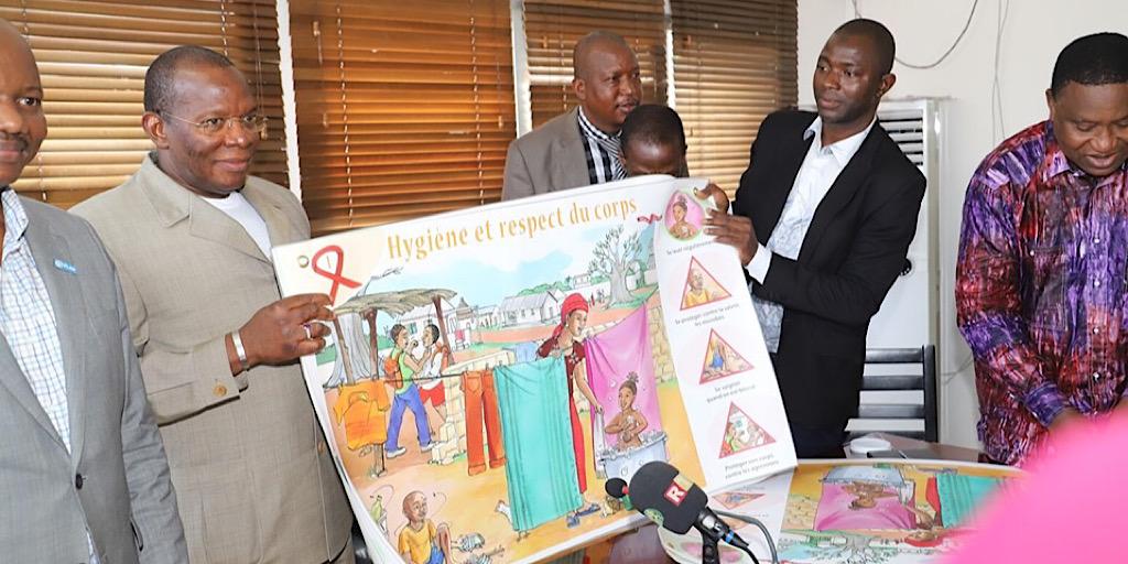 GUINÉE/1000 KITS RUBAN ROUGE A LA DISPOSITION DU SYSTÈME ÉDUCATIF POUR LA PRÉVENTION DU SIDA