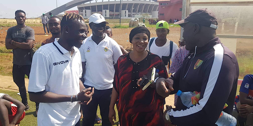 Centre technique de Nongo : Visite de la coordinatrice des projets de développement de la FIFA pour l'Afrique de l'ouest et du centre.