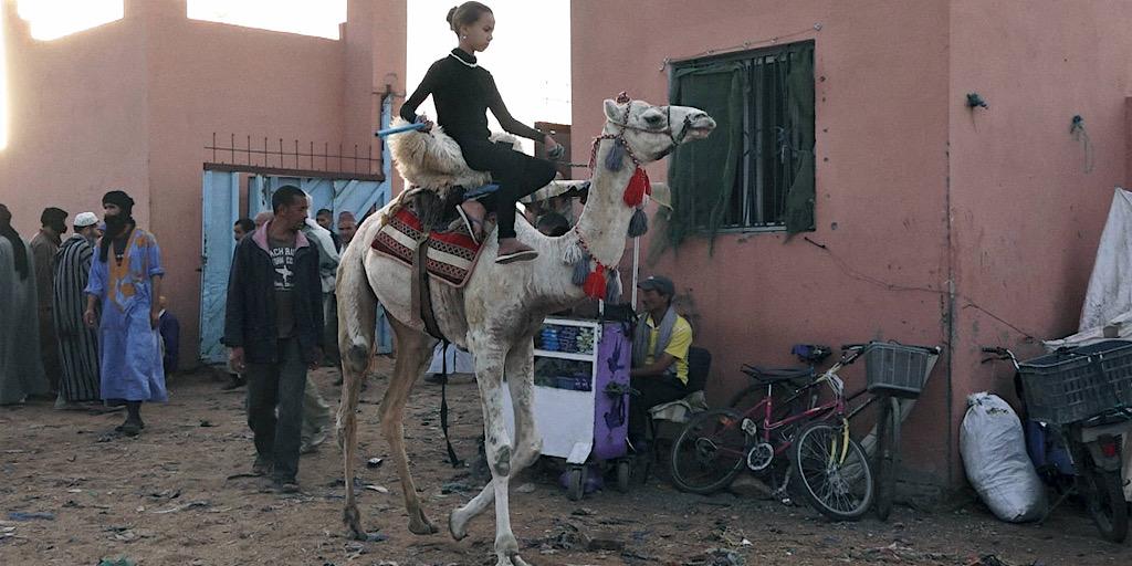 Dakhla, Perle du Sahara marocain où jeunes étrangers et marocains ont tissé des liens culturels cinématographiques.
