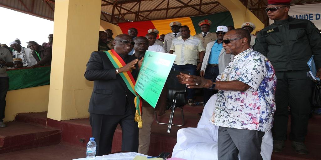 Boké : Le Président Alpha Condé procède à la remise des contributions du FODEL aux collectivités