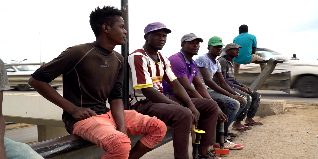 Vidéo : entre violences et abus, ces migrants africains prêts à tout pour un petit job à Tripoli