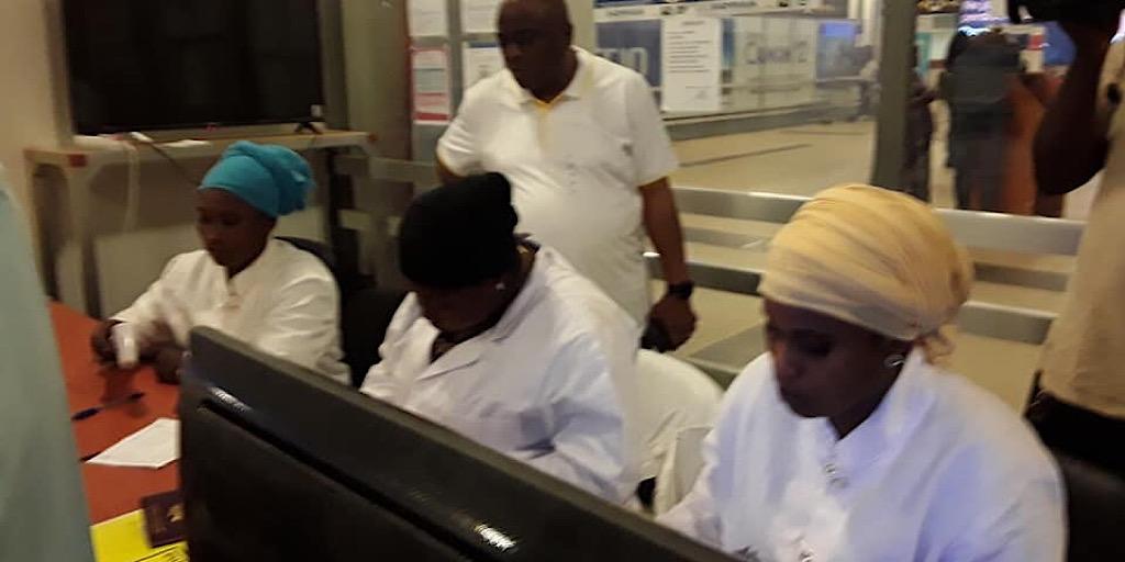 Le ministre de la santé à l'Aéroport de Conakry pour s'enquérir du fonctionnement du cordon sécuritaire sanitaire mis en place contre le coronavirus.